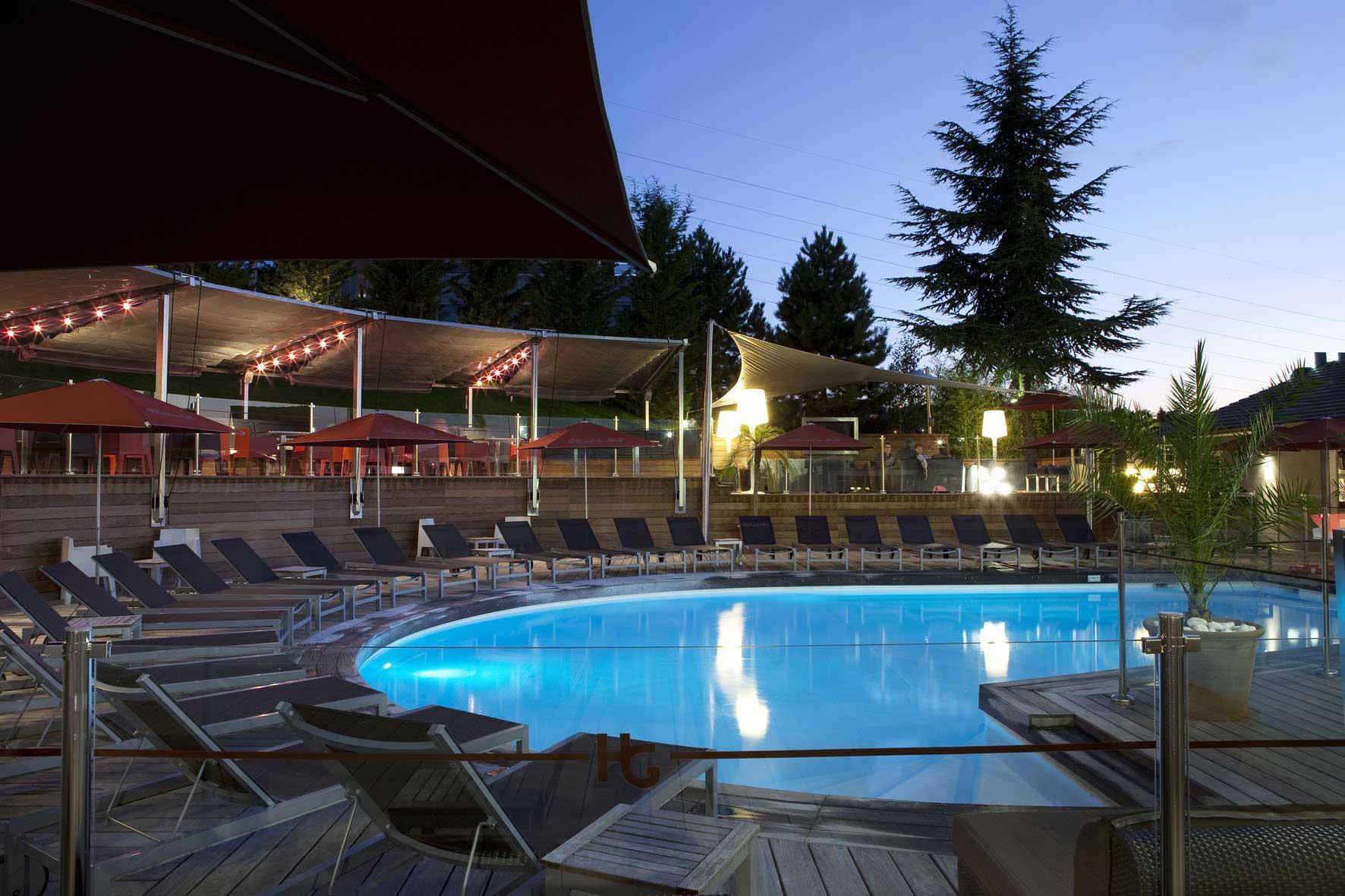 rbconcept-hotel-du-golf-terrasse-piscine-nuit